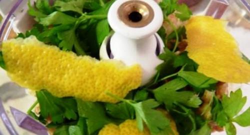 Piatto vegetariano: Fettuccine al pesto di prezzemolo e noce